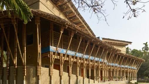 С ила и бамбука: захватывающие фото общественного центра в Бангладеше