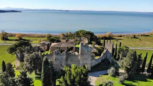 Престижна історична власність: в Італії продають старовинний замок – фото