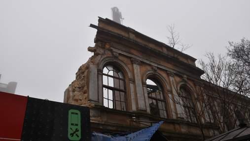 В Одессе обрушилась очередная достопримечательность: здание бывшей фабрики мороженого – фото