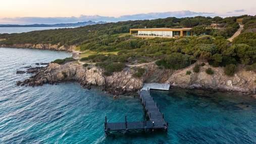 Непревзойденная вилла на острове Сардиния, защищенная от посторонних глаз водной стихией – фото