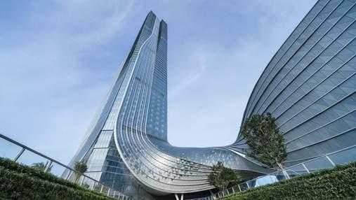 Спіральний хмарочос: у Китаї збудували фантастичний міжнародний фінансовий центр – фото