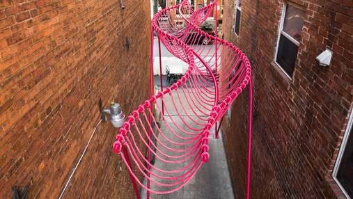 Соціальна ілюзія та інфраструктура: неймовірна просторова виставка на вулицях США
