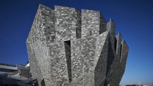 Загадкова форма з творчим інтер'єром: як виглядає новий музей культури у Японії