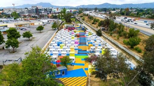 Разноцветный район: в Лос-Анджелесе построили домики для бездомных