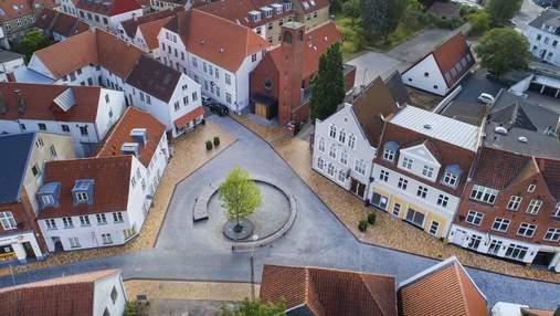 Неторопливость и уют: в Дании впечатляюще обновили площадь небольшого городка