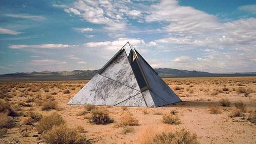 Останнє пристанище: в пустелі США створили особливі піраміди