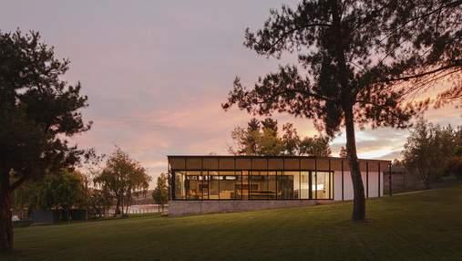Озерний затишок: у Чилі збудували чудовий будинок біля води, який огортає спокоєм