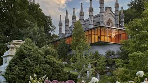Замок на горі: неймовірне перетворення церкви та кладовища у США