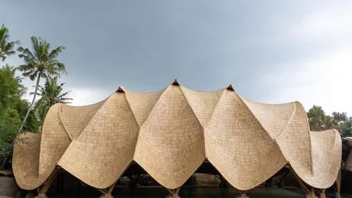 Эталон легких конструкций: удивительная площадка школы на Бали