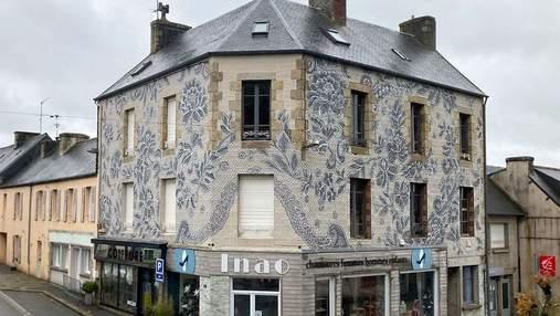 Художница разрисовала фасад дома во Франции изысканным кружевом XIX века