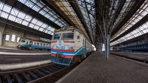 Низка потягів досі затримується через негоду в Україні: перелік