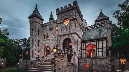Уникальное капиталовложение: в США продается причудливый замок с ловушками в стиле Средневековья