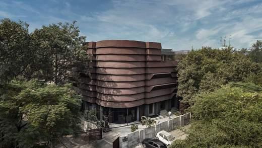 Удивительная индийская форма: как в Нью-Дели реконструировали здание для коммерции – фото